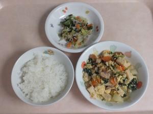 幼児食  ご飯、高野豆腐の卵とじ、ごま酢和え