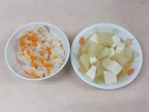 9~11か月 五目軟飯 じゃが芋と豆腐の 炊き合わせ