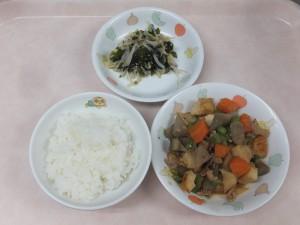 幼児食 ご飯 豚肉と野菜の味噌炒め煮 もやしと若布のさっぱり和え