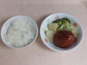 幼児食 ご飯 煮込みハンバーグ ボイルキャベツ ブロッコリー 粉吹芋