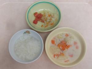 7~8か月 5倍がゆ 鶏ミンチと野菜の クリーム煮 キャベツのサラダ