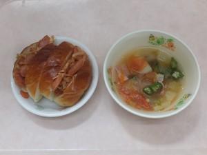幼児食 ホットドック トマトスープ