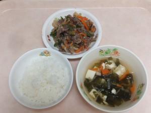 幼児食 ご飯 青椒肉絲 若布スープ