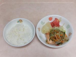 幼児食 ご飯 魚のマリネ 粉吹芋 ボイルキャベツ トマト