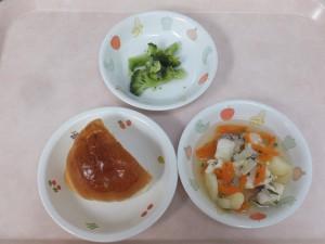 9~11か月 ロールパン 魚と野菜の柔らか煮 ブロッコリーの煮びたし