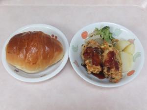 幼児食 ロールパン 魚のナゲット 粉吹芋 ブロッコリーのごま和え