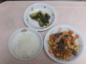 幼児食 ご飯 鶏肉と大豆の五目煮 中華風きゅうり