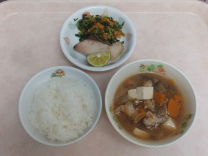 幼児食 ご飯、魚の塩焼き 夏野菜のみそ汁 ごま和え