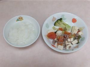 9~11か月 軟飯 ミンチと野菜のトマト煮 ブロッコリーのポッテリ煮