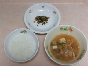 9~11か月 軟飯、豚汁 小松菜としらすの和え物