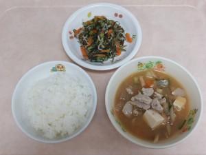 幼児食 ご飯、豚汁 小松菜としらすの和え物