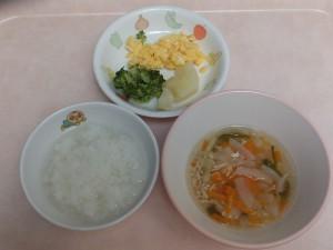 9~11か月 軟飯 ふわふわ卵、粉吹芋 ブロッコリー 野菜スープ
