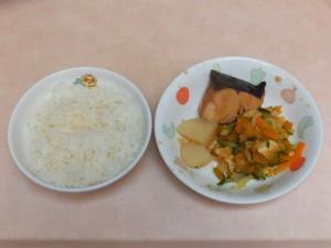 幼児食 ご飯 煮魚 夏野菜の酢の物
