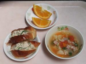 幼児食 ツナサンド トマトスープ オレンジ