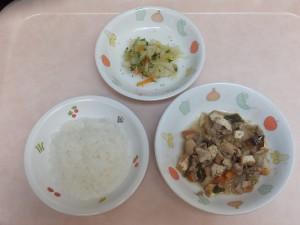 9~11か月 軟飯 豚肉と野菜の出し煮 キャベツと胡瓜の柔らか煮