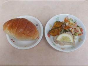 幼児食 ロールパン 魚のムニエル 野菜ソテー ほくほく南瓜