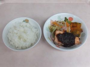 幼児食 ご飯 鮭の味噌マヨネーズ焼き 野菜ソテー ほくほく南瓜
