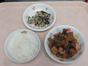 幼児食 ご飯 豚肉と野菜の味噌炒め 若布ともやしのさっぱり和え