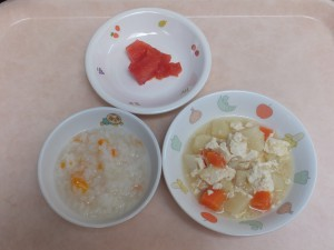 9~11ヶ月 五目がゆ 豆腐と野菜の炊き合わせ トマト