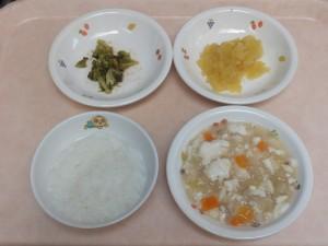 9~11ヶ月 5倍がゆ 魚と野菜のとろみ和え さつま芋のマッシュ ブロッコリーの煮浸し