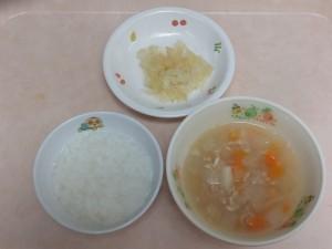 9~11ヶ月離乳食 5倍がゆ 野菜スープ きゃべつとりんごのサラダ