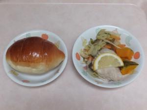 幼児食 ロールパン 魚のムニエル 野菜ソテー ほくほくかぼちゃ