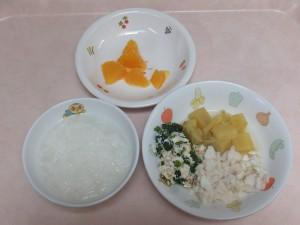 9~11ヶ月離乳食 5倍がゆ 煮魚フレーク 白和え オレンジ