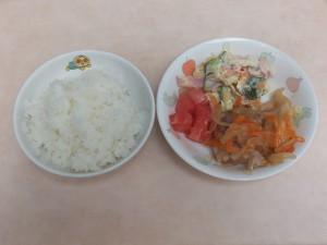 幼児食 ご飯 鶏南蛮 マカロニサラダ トマト