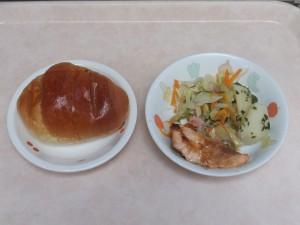 幼児食 ロールパン 鮭の味噌マヨネーズ焼き 野菜ソテー グリーンポテト
