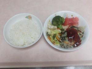 幼児食 ご飯 ポテトバーグ 野菜ソテー ブロッコリー トマト