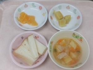 9~11ヶ月離乳食 食パン ミネストローネ さつま芋の旨煮 オレンジ