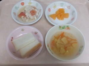 9~11ヶ月 食パン 野菜スープ 魚のトマト煮 オレンジ