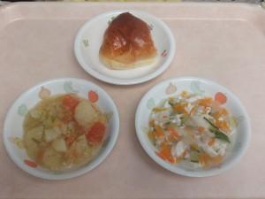 9~11ヶ月離乳食 パン 魚のミルク煮 キャベツとじゃが芋の柔か煮