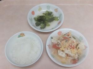 9~11ヶ月離乳食 なんはん 鶏ミンチと野菜のスープ煮 ブロッコリーのぽってり煮