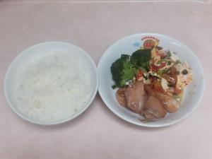幼児食 ご飯 鶏の照り焼き 豆腐とトマトの卵傷め ブロッコリー