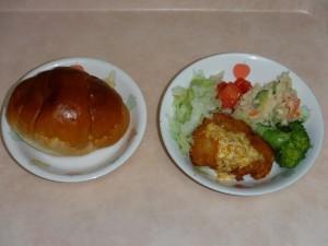 幼児食 ロールパン ささみのオレンジソースかげ ポテトサラダ ボイル野菜