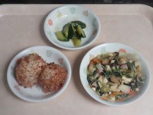 幼児食 おにぎり 豆腐の中華煮 胡瓜の中華風