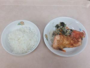 幼児食 ご飯 鮭の味噌マヨネーズ焼き もやしの甘酢和え トマト