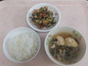 幼児食 ご飯 肉団子スープ さつま芋のごま和え