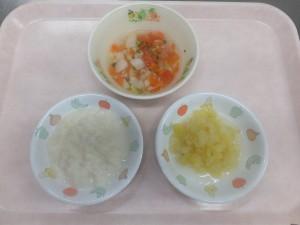 7~8ヶ月の離乳食 パン粥 トマトスープ さつま芋とりんごの甘煮