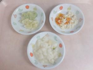 離乳食 ぱんがゆ 豆腐のそぼろあんかけ じゃが芋とブロッコリーの炊き合わせ