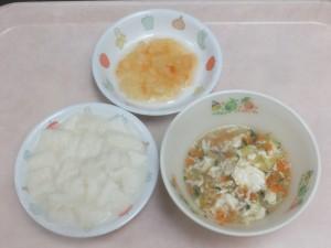離乳食 ぱんがゆ とりそぼろスープ トマトとりんご煮