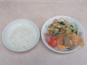 幼児食 ご飯 魚のピカタ 野菜ソテー トマト