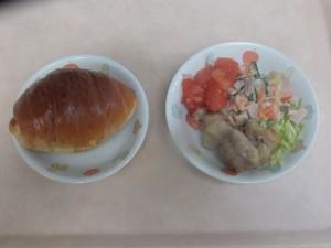 幼児食 パン からあげ スイートサラダ ボイル野菜