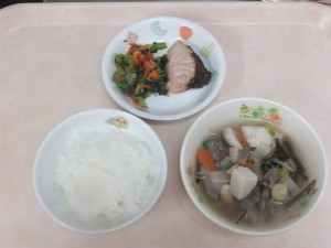 幼児食 ご飯 魚の塩焼き のっぺい汁 和え物