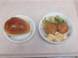 幼児食 ロールパン 魚のフライタルタルソース  粉吹芋 コールスロー ブロッコリー