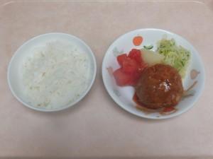 幼児食 ご飯 煮込みハンバーグ ボイル野菜 トマト 粉吹芋