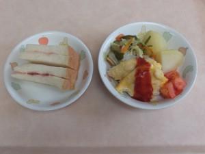 幼児食 シャム食パン ささみのピカタ 野菜ソテー 粉吹芋 トマト